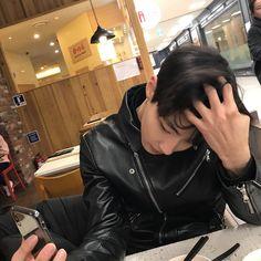 "509 Suka, 10 Komentar - 황인엽 (@hi_high_hiy) di Instagram: ""정전기장난아님 ㆍ ㆍ ㆍ ㆍ ㆍ ㆍ ㆍ ㆍ ㆍ ㆍ ㆍ…"""