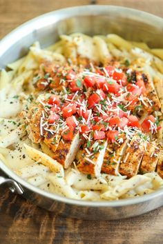 Cajun Chicken Pasta Cajun Chicken Pasta – Chili's copycat recipe made at home with an amazingly creamy melt-in-your-mouth alfredo sauce. Chilis Cajun Chicken Pasta, Grilled Chicken Pasta, Chicken Pasta Recipes, Roast Chicken, Chicken Salad, Chicken Milk, Chicken Penne, Healthy Chicken Pasta, Mozzarella Chicken