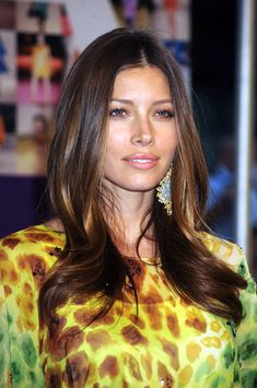 Jessica Biel Long Center Part - Jessica Biel wore a lovely center-parted hairstyle with gently wavy ends to the CFDA Fashion Awards. Jessica Biel, Jessica Beil Hair, Beautiful Celebrities, Beautiful Actresses, Beautiful People, Pretty Hairstyles, Wedding Hairstyles, Actress Jessica, Celebrity Gallery