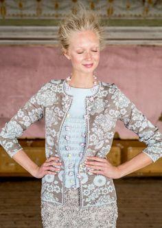 Merino-silk B over Q Folk Fashion, Knit Fashion, Fair Isle Knitting Patterns, Over 50 Womens Fashion, Sustainable Clothing, Sweater Coats, Beautiful Outfits, Nice Dresses, Knitwear