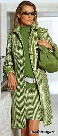 Зеленый тренд весны 2018))) Ткань Лоден в ассортименте, заказать прайс (с фото ткани) можно на почте  baturina@el-tex.ru #лоден#стиль#мода#прайс#шерсть