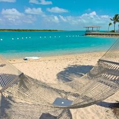 This is one of my favorite spots in #turksandcaicos to chill & trade stocks from as its very comfortable has solid wifi & it's not too shabby of a view too! I made a little over $1000 today as a #stocktrader but I enjoy the freedom much more than the $ although the money isn't too bad either :) Tag someone who deserves an #officewithaview like this too many people waste their lives working for bosses they despise at jobs they hate EVERYONE deserves a better life one filled with meaning…