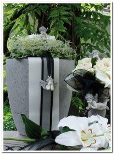 #Bloemschikken voor #Grafdecoratie, #Rouwwerk, #Herdenking, #Begrafenis  Bestel WEL op www.pompoenzaden-decoshop.NL  Veel Keus, Lage Prijs en Super Snel