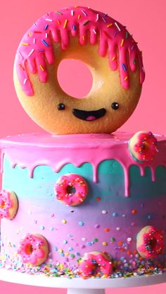 How adorable is this GIANT donut kawaii cake? adorable is this. How adorable is this GIANT donut kawaii cake? adorable is this GIANT donut kawaii cake? Fun Baking Recipes, Cake Recipes, Donut Recipes, Snacks Recipes, Food Cakes, Cupcake Cakes, Donut Cakes, Kreative Desserts, Cake Decorating Videos