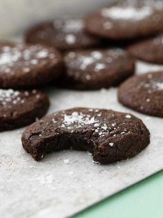 Kladdkakecookies – My Kitchen Stories Swedish Recipes, Sweet Recipes, Cookie Recipes, Dessert Recipes, Food Porn, Recipes From Heaven, Biscuit Recipe, Fett, No Bake Cake