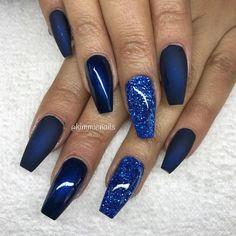 Midnight blue, & blue glitter #naglar #nagelkär #nagelteknolog #naglarstockholm #nagelförlängning #uvgele #gele #gelenaglar #gelnails #nails #nailart #nailswag #lillynails #nailfashion #nailpassion #nailobession #nailextensions #dopenails #blingnails #passion #love #kimmienails #hudabeauty