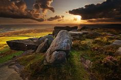 Andy Hemingway – A Brief Guide to Stanage Edge - Peak District in Pictures Peak District England, Places Of Interest, Derbyshire, Landscape Photography, Wildlife Photography, The Great Outdoors, Cool Pictures, Beautiful Pictures, Paisajes