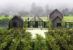Situated in Napa Valley, California, this inspiring single family house was designed in 2017 by Holder Design Associates. Modern Barn, Modern Farmhouse, Modern Exterior, Exterior Design, Fantasy House, Modern House Design, Architecture, Malaga, New Homes