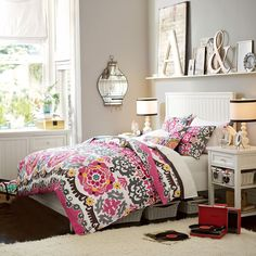 Teen Girl Bedrooms - Terrifically nice teen room decor ideas and tricks. Simply Need to have arrangement reference 4791071691 Girls Bedroom Furniture, Teen Furniture, Bedroom Decor, Bedroom Ideas, Locker Furniture, Wall Decor, Style At Home, Teen Bed Spreads, Pb Teen Bedding