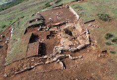 Sauna castreña del oppidum de Monte Ornedo (Valdeolea, Cantabria, España). Vista oblicua realizada con pértiga fotográfica.