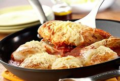 Easy Chicken Parmesan / In less than 30 minutes and with only one pan you can make this delicious chicken recipe the whole family will love! Chicken Parmesan is a classic home-style favorite of chicken breasts cooked in tomato sauce then topped with Parmesan and mozzarella cheeses. It's the perfect no-sweat easy dinner!