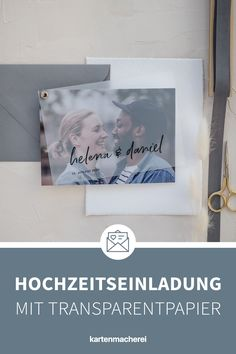 Du suchst noch eine Hochzeitseinladung die nicht 0815 ist? Mit diesem bedruckten Transparentpapier wird deine Einladungskarte zum Hingucker. Der Karten-Fächer besteht aus 2 Karten & einem bedruckten Transparentpapier, die euer Foto perfekt in Szene setzen. Die zarte Handlettering Typografie passt perfekt zu einer modernen, stilvollen Hochzeit.   #hochzeitseinladung #einladungskarten #hochzeit