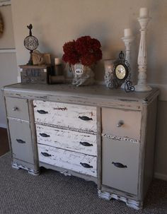 Look at the details on this dresser: the knobs, the script on the center drawers, the distressed finish..... I want it!