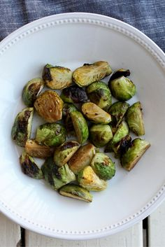 Easy, healthy and delicious Balsamic Roasted Brussels Sprouts. Yum!