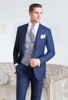 Tailored suits and jackets, the true Made in Italy by Sartoria Rossi – Tailor Made - Care for details Mens Fashion Suits, Mens Suits, Suit Men, Costumes Bleus, Style Costume Homme, Suit Supply, Navy Chinos, Navy Blue Suit, Tailored Suits
