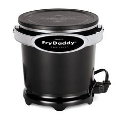 Presto Fry Daddy Plus Deep Fryer. Deep fry your favorite foods with the help of this electrifying fryer from Presto! From fries to chicken, you'll love adding this essential to your kitchen or backyard. Specialty Appliances, Kitchen Appliances, Kitchen Gadgets, Small Appliances, Best Deep Fryer, Air Fryer Review, Electric Deep Fryer, Crispy French Fries, Best Air Fryers