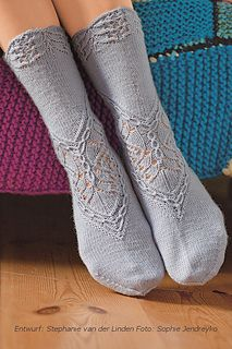 pattern 'Bordürensocken' by Stephanie van der Linden ~ available in German and English on Ravelry EUR ~ knit in the round with fingering yarn and Regis Angora Merino used here Loom Knitting, Knitting Socks, Hand Knitting, Knitting Machine, Vintage Knitting, Crochet Socks, Knit Crochet, Knitted Slippers, Crochet Granny