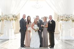 This is great and so helpful - tips for organizing family photos on a wedding day.