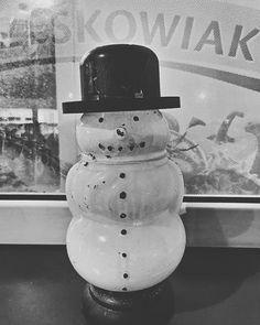 43/365 Pan Bałwanek zwiastuje nadchodzące Święta w grudniu. To ten moment idealny na zakupy....       #bobiko365 #365project #365 #365photochallenge #366project #365days #autumn #project365 #365challenge  #oneplus7t #snowman #beforexmas 365days, Vase, Instagram, Home Decor, Decoration Home, Room Decor, Vases, Home Interior Design, Home Decoration