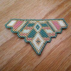 Dije geométrico collar brick stitch