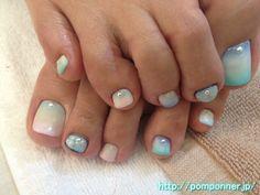 3色カラーグラデーションのフットネイル Foot nail three color gradient