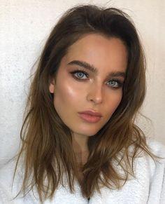 "76 curtidas, 3 comentários - Nikki_Makeup (@nikki_makeup) no Instagram: ""Such a great day today with absolutely beautiful @charelleschriek Hair by @miguelmartinperezldn …"""