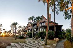 Soulmate24.com Kiawah Island Beautiful Tudor South Carolina. Hit like and… #mansionhomes #mansion #luxury_homes #luxuryrealestate Mens Style
