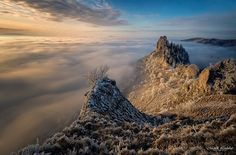 Zlatisté ráno - Vršatec  #praveslovenske od  @loduhamarek Mount Everest, Mountains, Nature, Travel, Naturaleza, Viajes, Destinations, Traveling, Trips