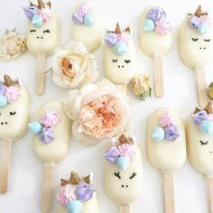 #mulpix Paletas decoradas pequeña en chocolate blanco ❤ Unicornio los amooooooooooo Blog de ideas @yanellaortega #ideas #detalles #cake #vintage #fiestas #celebrar #creativos #tutoriales #diferentes #original #tips #impecable #decoraciones #tendencias #estilos #temporadas #tendencias #niño #eventos #dfMéxico #DF #cdmx #cdmx #venezuela #mexico #mexico #DF #cdmx #venezuela @my_petite_sweets_perth