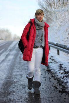 Wenns richtig kalt ist, geht auch eine weiße Hose im Winter. Dann gibts nämlich keine Spritzwasserflecken an den Waden. Aber einen Spaziergang mache ich damit trotzdem nicht...
