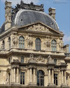 Paris tourist attractions and holiday travel guides to France Neoclassical Architecture, Baroque Architecture, Historical Architecture, Classic House Exterior, Louvre, Amazing Buildings, City Aesthetic, Paris City, Paris Photography