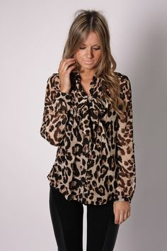 Blouse à imprimé animalier meilleures tenues Take a look at the best Animal print blouse in the photos below and get ideas for your outfits! Fashion Mode, Look Fashion, Fashion Beauty, Fashion Outfits, Womens Fashion, Fashion Clothes, Leopard Blouse, Leopard Print Top, Cheetah