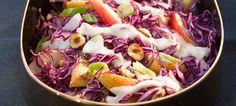 Saftiger Rotkohlsalat mit Birne, Haselnuss und Miracel Whip PUR Dressing German Salads, Cabbage, Dressing, Vegetables, Food, Lettuce Recipes, Pear, Essen, Cabbages