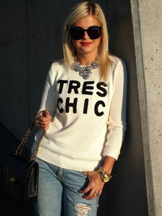 Love the sweater & necklace.