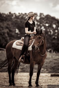 Tim Voller Fotografie Horse Girl Photography, Riding Helmets, Cowboy Hats, Horses, Animals, Fashion, Photoshoot, Pictures, Moda