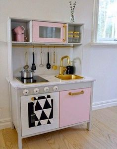 mommo design: IKEA HACKS FOR GIRLS - A girly makeover for Duktig play kitchen Id love it for a real kitchen tho Ikea White Kitchen Cabinets, Ikea Kids Kitchen, Kitchen Hacks, Diy Kitchen, Brass Kitchen, Kitchen Design, Kitchen Makeovers, Awesome Kitchen, Kitchen Sink
