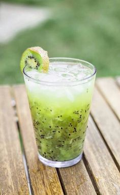 Kiwi drink...looks amazing, no recipe!!! Im going to try just mashing up some kiwi and adding sparkling water and see what the outcome is.