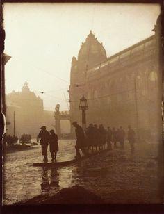 """"""" Josef Sudek – Morning in Na poříčí Street, 1919 """" Dslr Photography, Types Of Photography, Vintage Photography, Street Photography, Josef Sudek, Famous Photographers, Monochrom, Photojournalism, Old Photos"""