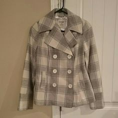 LIGHT GRAY PLAID WOOL BLEMD PEA COAT XS This is an adorable we'll blend p coats buy old navy. It is an extra small. It ws purchased and never worn, as I have a problem with coats... I buy all then. I'm in the process of moving and need to reduce my collection. It is an excellent condition and is new without tags. Make me an offer! I have to leave bundle as well. Old Navy Jackets & Coats Pea Coats