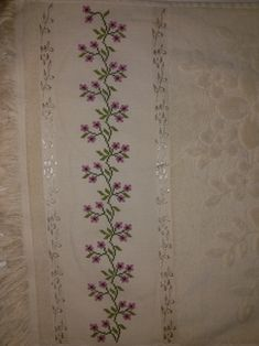 Kanavice havlu Cross Stitch Flowers, Cross Stitch Patterns, Crochet, Hand Towels, Face Towel, Crochet Stitches, Cross Stitch Embroidery, Craft, Ribbon Embroidery