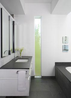 Modern Bathroom Windows Design Ideas, Pictures, Remodel and Decor Simple Bathroom, Modern Bathroom Design, White Bathroom, Nature Bathroom, 1950s Bathroom, Vintage Bathrooms, Bath Design, Tile Design, Slate Countertop