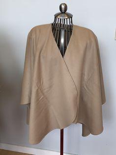 Cape alcapa couleur beige, ajout de fourrure disponible selon votre demande   600$ Capes, Bell Sleeves, Bell Sleeve Top, Women, Fashion, Budget, Beige Colour, Fur, Cape Clothing