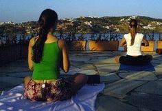 Yoga para iniciantes passo a passo. Yoga como disciplina da mente e do corpo, que ficou conhecida na sociedade ocidental com a geração hippie dos anos sessenta e início dos setenta.