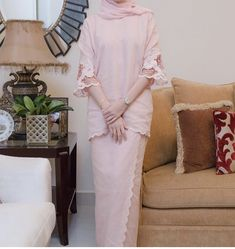 Street Hijab Fashion, Abaya Fashion, Fashion Outfits, Malay Wedding Dress, Wedding Dress Styles, Islamic Fashion, Muslim Fashion, Traditional Fashion, Traditional Outfits