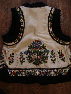 Hungarian Embroidery, Creative Inspiration, Diy Fashion, Free Pattern, Folk, Textiles, Costumes, Stylish, How To Wear