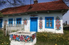 I visited Zalipie in 1990s and couldn`t see too many painted houses then.  The tradition seems to have been revived recently. Tourism! Isn`t it a perfect example of how innocent hobby may become