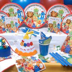 Baby Einstein Party Supplies: Baby Einstein Birthday Invitations, Party Favors, and Decorations.    http://www.discountpartysupplies.com/1st-birthday-party-supplies/baby-einstein-party-supplies