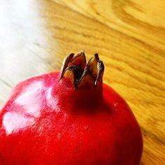 Princesa ou rainha // Princess or queen  #real #princesa #princess #rainha #queen #romã #pomegranate #red #vermelho #rouge #outober #outubro #outono #autumn #outubro2016 #p3top #peoplescreative #peoplecreative #igers #igersportugal #manhasperfeitasblog