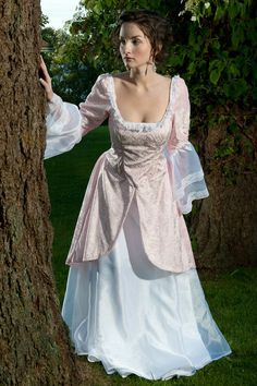 Costume fail. Do you wanna be a princess? Why not, but don´t call it renaissance, please.