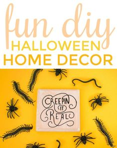 Fun DIY Halloween Home Decor : Today I want to show you how we made these fun Halloween Wood Plaques in no time. They took half an hour to make, drying time included! Diy Halloween Home Decor, Halloween Crafts For Kids, Halloween Projects, Halloween House, Vintage Halloween, Fall Crafts, Diy Projects For Teens, Diy For Teens, Crafts For Teens
